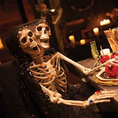 Halloween Decorations Creepy Two-Headed Life-Size Posable Skeleton Yard Decor Halloween Skeleton Decorations, Haunted House Decorations, Halloween Fairy, Scary Halloween Decorations, Halloween Skeletons, Halloween 2020, Halloween Ideas, Chic Halloween, Spooky Decor