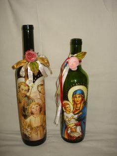 Decoupage em frasco de vinho.