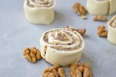 Ein beliebtes Kleingebäck sind die Nussschnecken mit Blätterteig. Ein einfaches Rezept, wenn man Gäste erwartet.