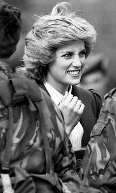 October Diana, Colonel-in-chief of the Royal Hampshire Regiment, grimacing at the camouflage make-up on a soldier's face in West Berlin. Princess Diana Fashion, Princess Diana Pictures, Princesa Diana, Royal Princess, Princess Of Wales, Elisabeth Ii, Isabel Ii, Lady Diana Spencer, Prince Charles
