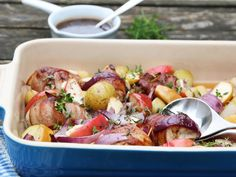 Enkel kyllingrett med bacon og potet | Godt.no Frisk, Potato Salad, Good Food, Dinner Recipes, Potatoes, Meat, Chicken, Ethnic Recipes, Bacon