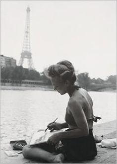 June 1949, Paris, France. Eiffel tower. Young woman painter on the Seine banks. Nouvelles Images.