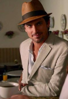 Good lord! How can one man exude so much hotness?? ^__^ hihi #MattBomer