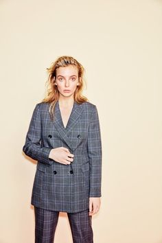Jodie Comer on Killing Eve, Lily Allen and keeping calm Detective, Jodie Comer, Lily Allen, Gay, Interesting Faces, Classy Outfits, Suits For Women, Girl Crushes, Asian Woman