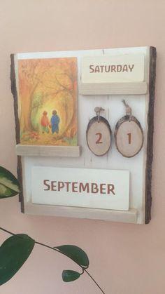 Calendar with intention - Seemi @ Trillium Montessori - Waldorf Crafts, Waldorf Preschool, Waldorf Toys, Free Preschool, Preschool Ideas, Reggio Emilia, School Calendar, Classroom Calendar, Calendar Calendar