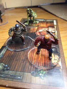 Semi-Profonds et Profond (Les Demeures de l'Epouvante v2) Board Game Geek, Board Games, Tabletop Games, Case, Minis, Madness, Table Settings, Gaming, Mom