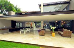 http://hogaresfrescos.blogspot.com/2012/09/de-casa-contemporanea-residencia-de.html