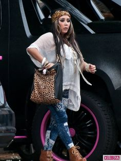 Pregnant Snooki steps out in sky-high heels