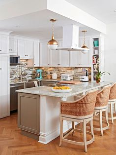 White upper cabinets and taupe lower cabinets feel harmonious thanks to a contemporary backsplash that features both colors. Small Space Interior Design, Home Interior Design, Kitchen Design, Kitchen Decor, Transitional Kitchen, Transitional Living Rooms, Transitional Decor, Up House, Upper Cabinets