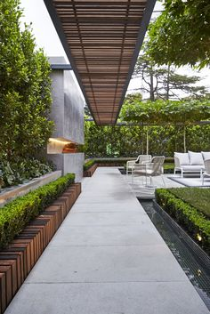 Contemporary Garden Design. Nathan Burkett's garden  - Melbourne International Flower and Garden Show