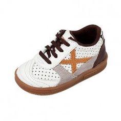 Pon tu bebé a la última moda con las divertidas zapatillas Munich Gresca para bebés. Ideal para regalar. Modelo para bebés de menos de 3 años. En #deporvillage al mejor precio