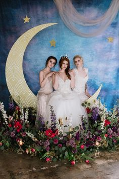48 Gorgeous Ideas to Set Up a Wedding Backdrop Celestial-inspired wedding backdrop for a whimsical and fairytale wedding theme. Starry Night Wedding, Moon Wedding, Celestial Wedding, Dream Wedding, Wedding Bows, Fall Wedding, Witch Wedding, Fantasy Wedding, Wedding Centerpieces
