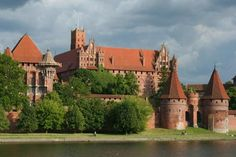 Magnificent Castles In The World | Malbork Castle is the largest castle in the world with its magnificent ...