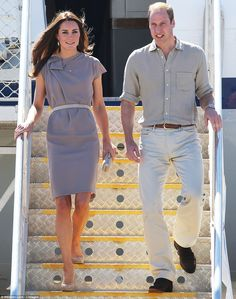 The Duke and Duchess of Cambridge arrive in Uluru in the Central Australian Desert, Roksanda Ilincic dress, LK Bennett Sledge Pumps, McQueen clutch