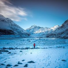 Don't worry #spring is SO close! 2 days to be precise.   Pic: @debc_nz - Hooker Lake  _________________________________  #hookerlake #mtcook #nz #travel #newzealand #kiwi #instatravel #travelgram #winter #snow #northisland #southisland #aotearoa #scenery #sceneryporn #beautiful #cold #ourplanetdaily #neverstopexploring #lonelyplanet #splendid_earth #tourtheplanet #beautifuldestinations #igbest_shotz #naturelovers #roamtheplanet #worldshotz #wanderlust #openmyworld