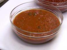 Red Sauce Base - Marinara recipe from Robert Irvine via Food Network Marinara Recipe, Homemade Marinara, Marinara Sauce, Easy Tomato Sauce, Tomato Sauce Recipe, Sauce Recipes, Sauce Dips, Food Network Recipes, Cooking Recipes