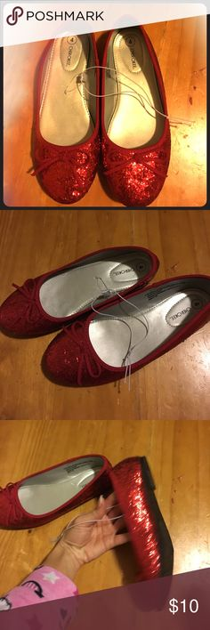 There's No Place Like Home Adorable red sparkle (Dorothy) shoes. They are in new condition. Never worn. Technically new with tags but my 2 year old decided to rip off the paper part of the tag 😜) girls size 4 Cherokee Shoes Dress Shoes