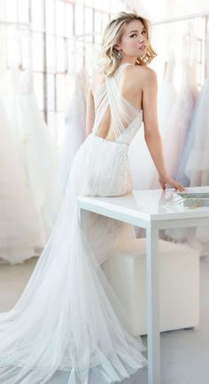 Blush by Hayley Paige wedding dresses Spring 2018 - Dawson bridal gown #brides #bridetobe #weddinginspiration #weddingideas #weddingdresses #weddingdress #topweddingideas #gorgeous