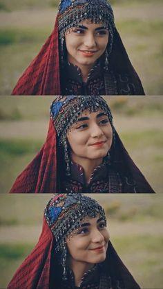 Turkish Women Beautiful, Turkish Beauty, Cute Girl Poses, Cute Girls, Girl Pictures, Girl Photos, Arabian Beauty Women, Famous Warriors, Harry Styles Poster