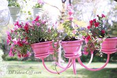 Veja como criar um lindo lustre-candelabro de vasinhos terracota, para deixar seu jardim mais lindo! - Veja mais em: http://vilamulher.com.br/decoracao/jardim/lustre-de-vasos-veja-como-fazer-19-1-11502066-4.html?pinterest-destaque