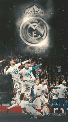 Uefa Champions League trophy here come! Real Madrid Logo, Real Madrid Club, Real Madrid Football Club, Real Madrid Soccer, Real Madrid Players, Barcelona Soccer, Cristano Ronaldo, Ronaldo Football, Cristiano Ronaldo Lionel Messi