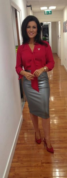 """Suzanna Reid, wearing a metallic look hobble skirt """"I just love the feeling of wearing a nice long tight Skirt"""" . Sexy Older Women, Sexy Women, Curvy Women, Suzanna Reid, Long Tight Skirt, Tight Skirts, Sexy Outfits, Skirt Outfits, Hobble Skirt"""
