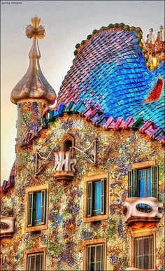 Casa Batlló- Gaudi- Barcelona. My picture didn't turn out so good. This is more colorful than real life.