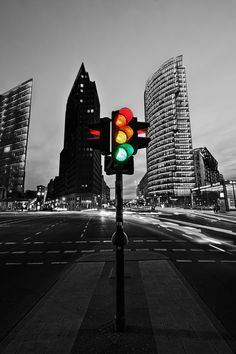 night lights in Berlin (by Christian Müller) [touch of color street light]