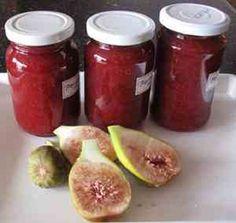 Húsok mellé vagy süteményekbe használhatjuk!  Hozzávalók 1 kg füge ( savanykás vagy érett de nem túlérett) 40 dkg cukor 1 citrom leve 1 mk. fahéj 1 mk. gyömbér 1 cs. vaníliás cukor,ha van otthon 1 alma azt is beletehetjük 1 cs. 3:1-ben zselésítő – szilva lekvár zselésítőt használtam 5 g citromsav Elkészítés A … Fügelekvár recept részletei...