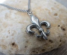 "Men's Necklace - Men's Fleur De Lis Necklace - Men's Silver Necklace - Mens Jewelry - Necklaces For Men - Jewelry For Men - Gift for Him  Looking for a gift for your man? You've found the perfect item for this!   The simple and beautiful necklace features blackend silver plated chain with fleur de lis pendant.  Length: 25"" (65cm). $35"