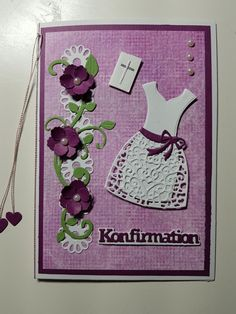 """Konfirmationskort med min nye """"kjole-die"""" First Communion Cards, Projects To Try, Card Making, Scrap, Clean Up, Notebook, Paper Crafts, Create, How To Make"""