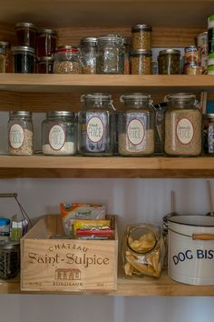 Suggestions on how to keep a clutter-free kitchen, as well as how to organize your table linens and pantry, links for DIY pantry staples.