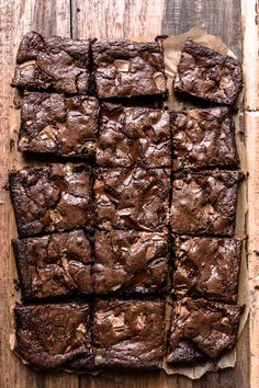 Brownie Recipes 96918 This easy Chocolate Brownies recipe is what you are looking for if you want to make the best fudge brownies. It only takes 10 minutes of active preparation time, and you need 9 ingredients. Brownies Caramel, Gooey Brownies, Chocolate Fudge Brownies, Homemade Brownies, Best Brownies, Homemade Chocolate, Chocolate Desserts, Easy Chocolate Recipes, Baking Chocolate