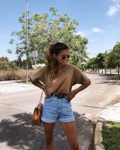 75 Best Casual Shorts Outfit For Pretty Women - Women Style - Modetrends Casual Shorts Outfit, Cute Casual Outfits, Casual Jeans, Sweatpants Outfit, Outfit Work, Fashionable Outfits, Basic Outfits, Casual Chic, Mode Outfits