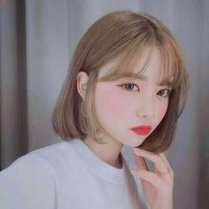 girl short hair on Korean Bangs, Korean Short Hair, Short Hair With Bangs, Girl Short Hair, Hairstyles With Bangs, Girl Hairstyles, Korean Hairstyles, Hair Bangs, Shot Hair Styles