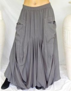 love the pockets, skirts are so lacking of pockets, it's their only downfall. Modest Fashion, Boho Fashion, Vintage Fashion, Fashion Outfits, Unique Outfits, Cool Outfits, Long Tunic Tops, Gray Skirt, Clothing Patterns