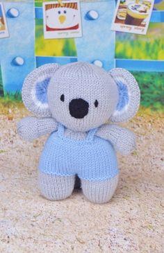 This Koala Knitting Pattern Is A Small Quick Knit Knittingtutorial - dieses koala-strickmuster ist ein kleines schnellstrick-strick-tutorial - ce modèle de tricot koala est un petit tutoriel de tricotage rapide Teddy Bear Knitting Pattern, Knitting Patterns Free, Knit Patterns, Free Pattern, Knitting Yarn, Baby Knitting, Free Knitting, Quick Knits, Knitted Animals
