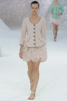 Chanel Spring 2012 Ready-to-Wear Fashion Show - Saskia de Brauw