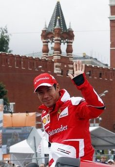 Kamui Kobayashi Crashes Ferrari F60 At The City Racing Event In Moscow (VIDEO)