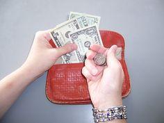 Carregue apenas a quantia necessária para o dia e deixe o resto do dinheiro escondido