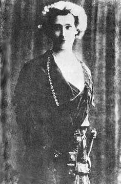 Hamlet, 1897: Edward Gordon Craig (1872-1966) as Hamlet.