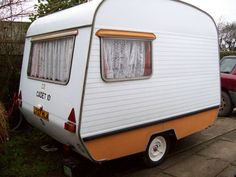 tiny, but then who cares when you are warm dry and snuggled inside with a bed and a small kitchen :) Mini Caravan, Retro Caravan, Mini Camper, Retro Campers, Vintage Campers, Happy Campers, Vintage Caravans, Vintage Travel Trailers, Tiny Trailers
