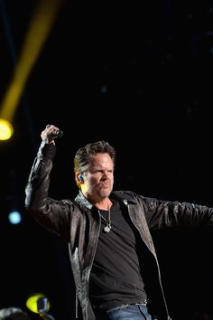 Pictures of Gary Allan | cma music festival day 4 in this photo gary allan gary allan performs ...