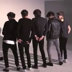 We are sure that many Directioners have see this video put together to PSY Gangnam Style.  Dancing their own style of Gangham is  Harry, Liam, Louis, Niall , and Zayn . This is  for those Directioner that have not seen it ,ENJOY!