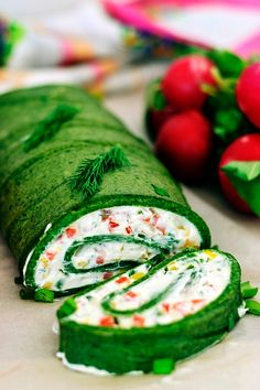 The roulade has a beautiful, spring green color. (in Polish) Ovo Vegetarian, Vegetarian Main Dishes, Spring Green, Fresh Rolls, Avocado Toast, Cucumber, Spinach, Watermelon, Side Dishes