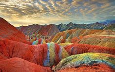 This incredible image of China's Rainbow Mountains show rock formations that actually exist here on Earth. These colorful mountains are part of the Zhangye Danxia Landform Geological Park in Gansu, China. Rainbow Mountains China, Colorful Mountains, Zhangye Danxia Landform, Places To Travel, Places To See, Travel Destinations, Formations Rocheuses, Places Around The World, Around The Worlds