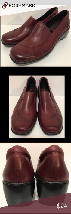"CLARKS Red Loafer Slip On Shoes Low Heel 11M Good condition - some minor scuffing around the toes and heels.  Heel height is approximately 2"".  F52  CLARKS Womens Burgundy Leather Slip On Heel Wedge Loafer Work Casual Size 11 M Clarks Shoes Flats & Loafers"