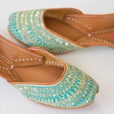 Punjabi Jutti Order now Wedding Shoes Bride, Gift Wedding, Bouquet Wedding, Wedding Nails, Wedding Things, Indian Shoes, Shoe Collection, Pumps Heels, Designer Shoes