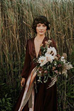 this-beachy-bridal-inspiration-has-a-moody-romantic-twist-allison-markova-photography-41-600x899