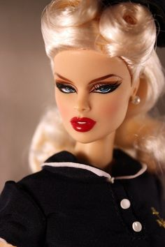 Victory Rolls Barbie (looks like model Doris Mayday, or maybe even Anna Nicole Smith. Amy Winehouse, Barbie I, Barbie World, Barbies Dolls, Fashion Royalty Dolls, Fashion Dolls, Rockabilly, 1940s Hairstyles, Wedding Hairstyles